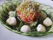 Sałatka z wędzonym łososiem