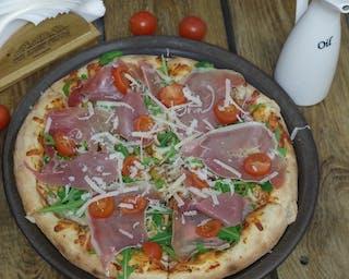 Pizza na cienkim włoskim cieście