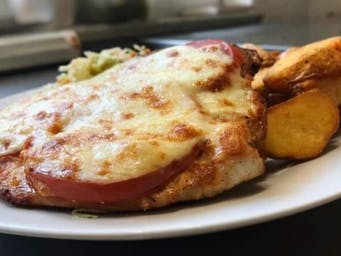 Pierś z kurczaka z pomidorem i serem