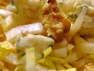 Sałatka słodko-pikantna z kurczakiem