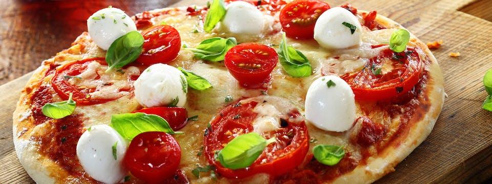 3 x duża pizza + 2 sosy za 47 zł