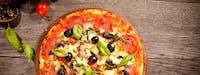 Luty 2019 zamów 3 średnie pizze w cenie 60 zł a do tego otrzymasz  coca cola 1 L gratis !!!
