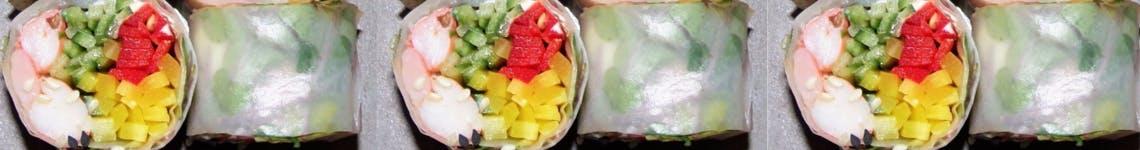 Thai rollsy z kurczakiem warzywami oraz sosem sojowym