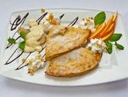 7.Naleśniki z serem oraz gruszką w sosie waniliowym.
