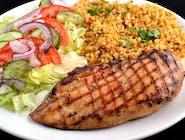 Grillowana pierś kurczaka z ryżem  i sałatką sezonową