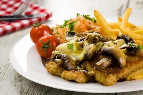 Zestaw Sznycel wieprzowy zapiekany w piecu z pieczarkami i serem